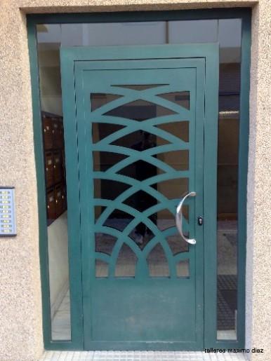 Puertas en forja y acero inoxidable - Modelos de puertas metalicas para casas ...