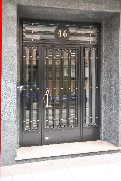 Puertas en forja y acero inoxidable for Ver puertas de entrada de casas